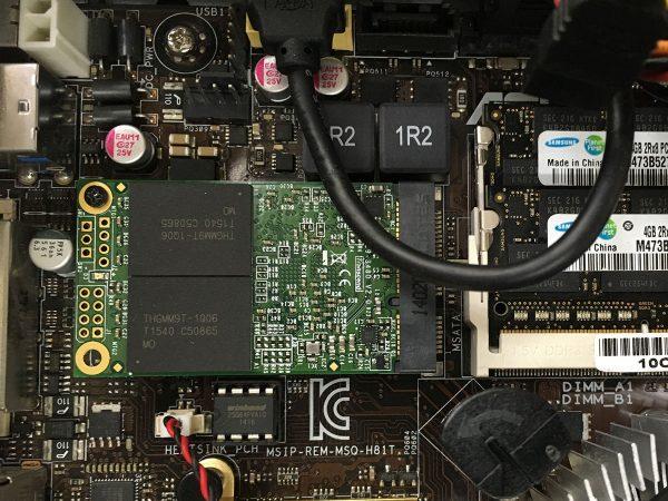 マザーボード上のトランセンド MSA370 mSATA SSD 256Gb TS256GMSA370